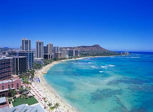 ワイキキビーチとダイアモンドヘッド ハワイの写真素材 [FYI01661301]