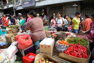 インドネシア バリ島 ウブド市場の写真素材 [FYI01661341]