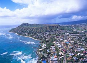 ダイアモンドヘッドとカハラ地区の空撮 ハワイの写真素材 [FYI01661456]