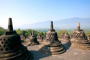 インドネシア ジャワ島 ボロブドゥール遺跡の写真素材 [FYI01661630]