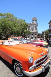 クラシックカー ハバナ旧市街の写真素材 [FYI01661852]