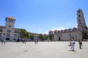 サンフランシスコ広場 ハバナ旧市街の写真素材 [FYI01661881]