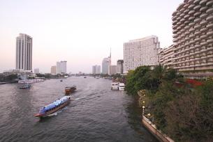 バンコク チャオプラヤー川の写真素材 [FYI01661885]