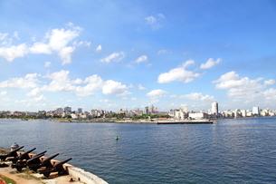 モロ要塞から見たハバナ市内の写真素材 [FYI01661937]