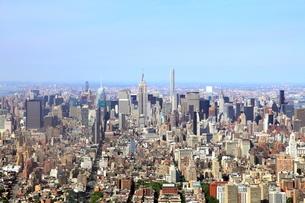 ワンワールドトレードセンターの展望台から見たマンハッタンの写真素材 [FYI01661966]