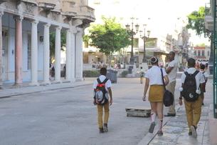 通学途中の中学生の写真素材 [FYI01661994]