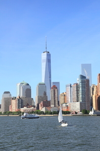 海から見たマンハッタンの写真素材 [FYI01662033]