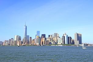 海から見たマンハッタンの写真素材 [FYI01662056]