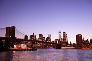 マンハッタンの夜景の写真素材 [FYI01662108]