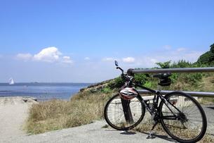 海岸の自転車の写真素材 [FYI01662120]