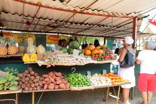 街角の市場 ハバナ新市内の写真素材 [FYI01662434]
