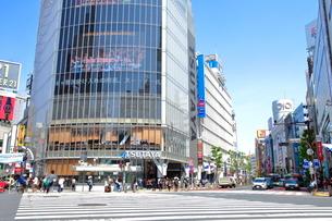 渋谷駅前スクランブル交差点の写真素材 [FYI01662947]
