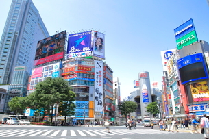 渋谷駅前スクランブル交差点の写真素材 [FYI01662975]