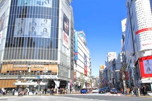 渋谷駅前スクランブル交差点の写真素材 [FYI01663748]