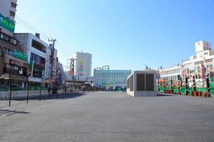 下北沢駅中央口前の駅前広場予定地の写真素材 [FYI01663761]