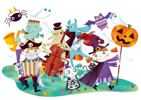 ハロウィンのパレードをするお化けと仮装する子供たちのイラスト素材 [FYI01663838]