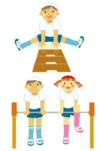 小学生の体育の授業 跳び箱と鉄棒のイラスト素材 [FYI01663902]