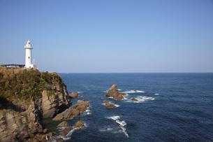 青空に包まれた大王岬の写真素材 [FYI01664026]