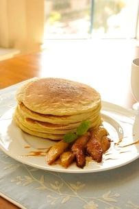 バナナフォスターとパンケーキの写真素材 [FYI01664213]