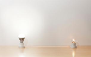 白熱電球からLEDへの写真素材 [FYI01664455]