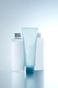 化粧品のボトルの写真素材 [FYI01664637]