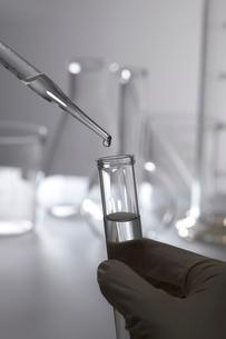 化学の実験の写真素材 [FYI01665005]