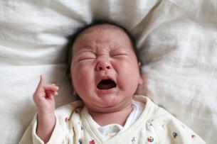泣く赤ちゃんの写真素材 [FYI01665835]
