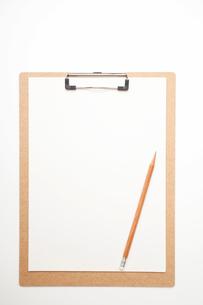 バインダーと鉛筆の写真素材 [FYI01665958]