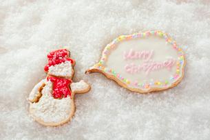 雪だるまのアイシングクッキーの写真素材 [FYI01666125]