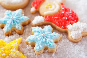 雪の結晶のアイシングクッキーの写真素材 [FYI01666127]