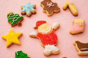 サンタクロースのアイシングクッキーの写真素材 [FYI01666129]