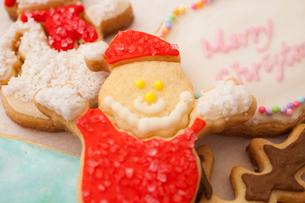 サンタクロースのアイシングクッキーの写真素材 [FYI01666132]