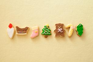 クリスマスのモチーフのアイシングクッキーの写真素材 [FYI01666133]
