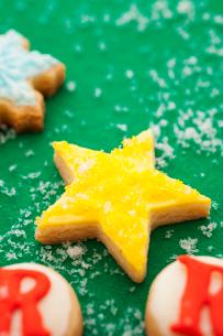 星のアイシングクッキーの写真素材 [FYI01666136]