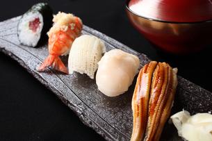 にぎり寿司5種盛りの写真素材 [FYI01666396]