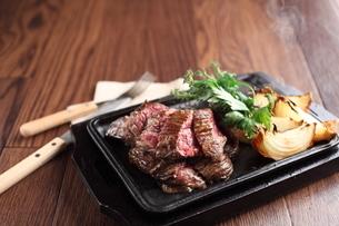牛肉ステーキの写真素材 [FYI01666464]