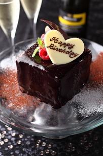チョコレートのバースデーケーキの写真素材 [FYI01666485]