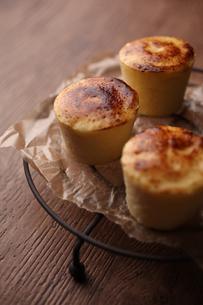 チーズスフレケーキの写真素材 [FYI01666490]