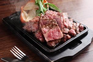 牛肉のステーキの写真素材 [FYI01666533]