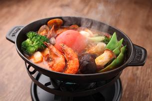 海鮮トマト鍋の写真素材 [FYI01666547]