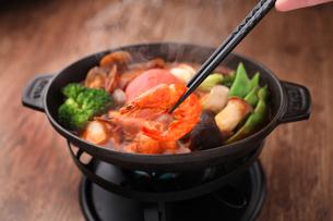 海鮮トマト鍋の写真素材 [FYI01666558]