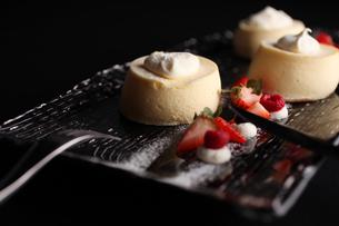 チーズスフレケーキの写真素材 [FYI01666569]