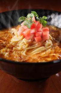 中華風煮込み麺の写真素材 [FYI01666594]