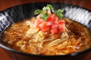 中華風煮込み麺の写真素材 [FYI01666599]