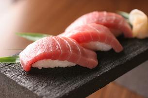 トロの寿司の写真素材 [FYI01666734]