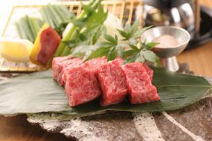 牛肉の炭火焼具材の写真素材 [FYI01666760]
