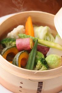 野菜のセイロ蒸しの写真素材 [FYI01666829]