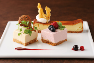 3種のチーズケーキの写真素材 [FYI01666845]