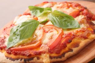 マルゲリータピザの写真素材 [FYI01666862]