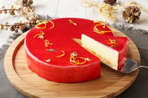 クリスマスホールケーキの写真素材 [FYI01666935]